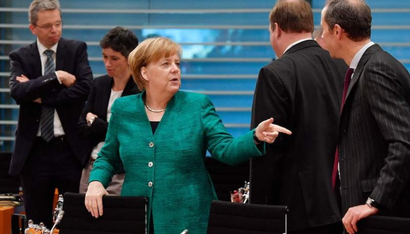難民問題再「撕裂」歐洲政壇 默克爾遭內閣攤牌