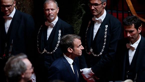 無視「富人總統」罵名 馬克龍鐵了心改革法國福利體系