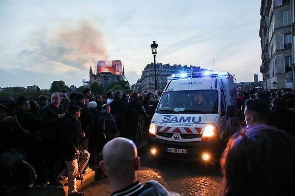 【現場】大火之後:疲憊的聖母院,惆悵的巴黎人
