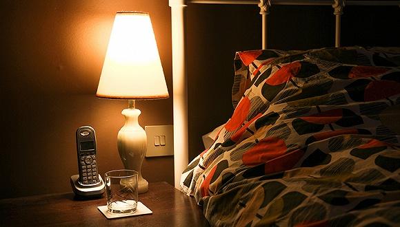 【天下奇聞】女性夜間開燈睡覺容易胖 貝多芬一縷頭髮拍出30萬元