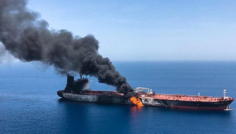 不是水雷襲擊?遇襲日本油輪公司:船員看到了「飛來物體」