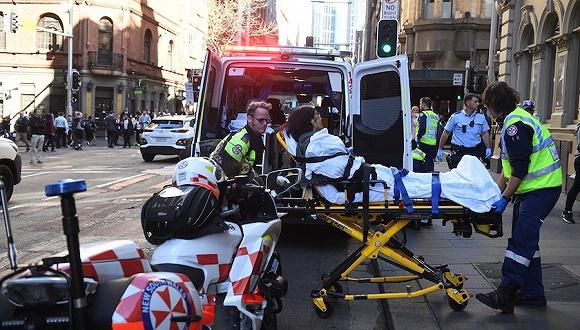 悉尼市中心發生持刀襲路人事件,嫌犯被擒一名中國公民受傷